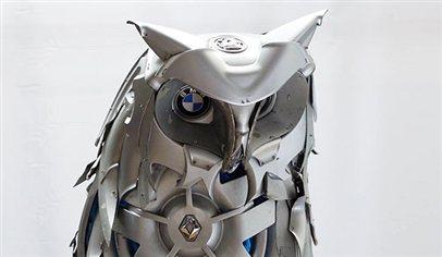 Hubcap animal sculptures